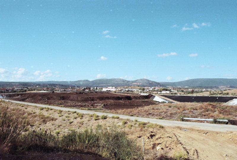 Vista parcial do aterro de lamas.